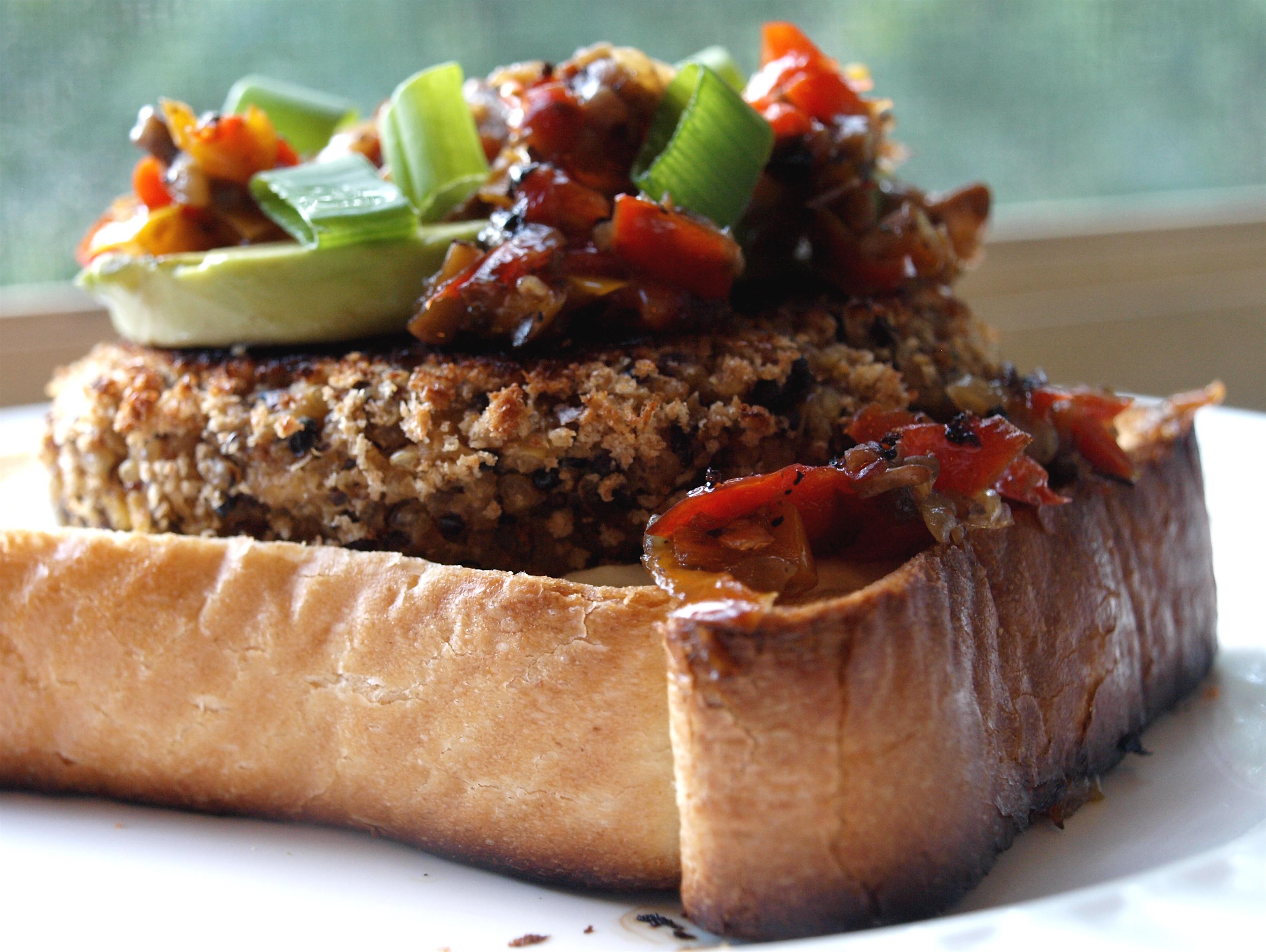 Quinoa Veggie Burger 4