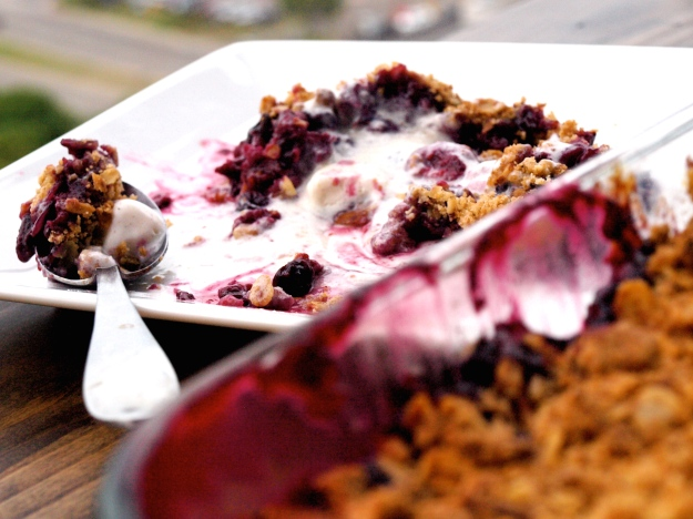 Finished blueberry raspberry crisp pan
